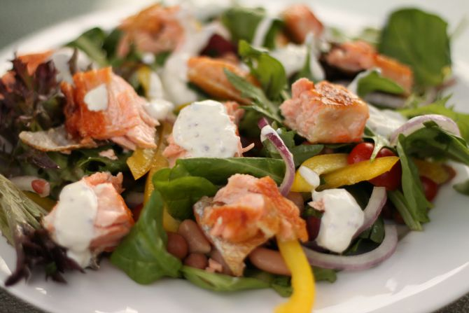 close_up_salmon_salad