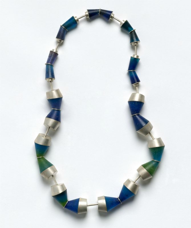 Helen Aitken-Kuhnen Ocean blue, necklace 2009 sterling silver, cast glass pâte-de-verre, stainless steel National Gallery of Australia, Canberra Purchased 2009 with funds from the Meredith Hinchliffe Fund