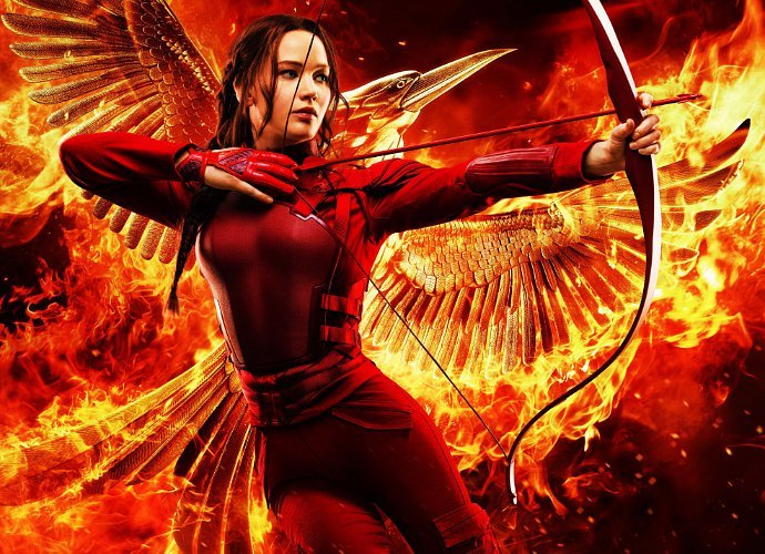 mockingjay-part-2-poster-with-katniss-on-fire