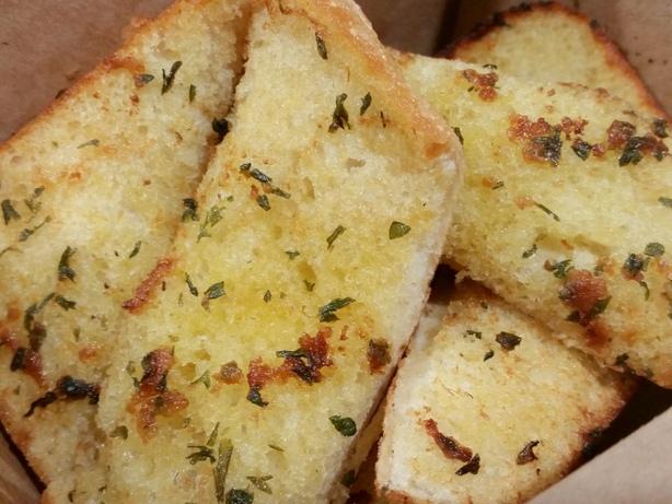 Walter G's garlic bread