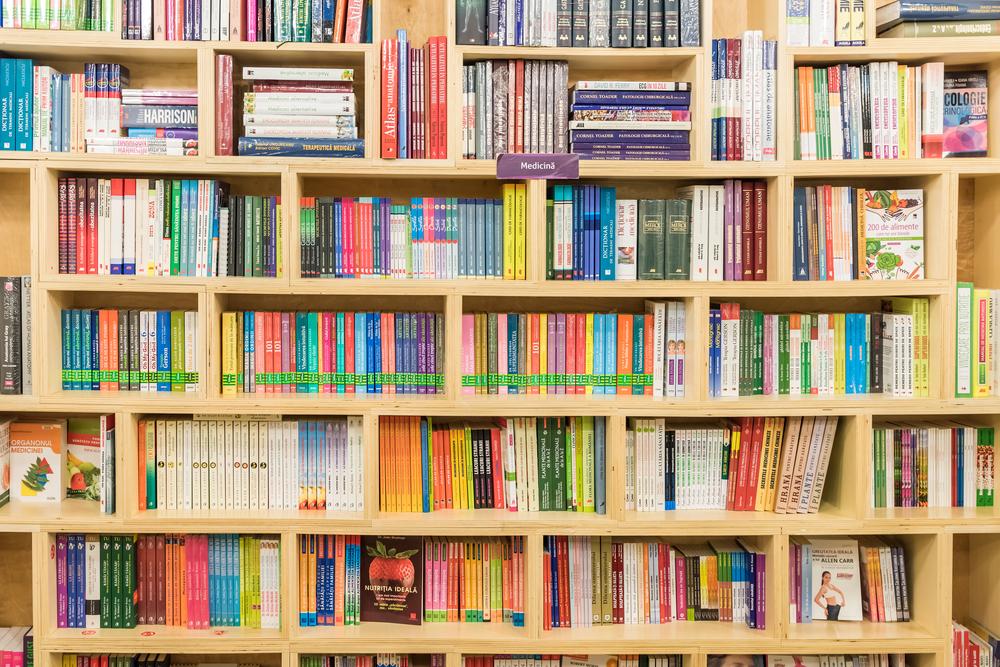 Books cred Radu Bercan / Shutterstock.com