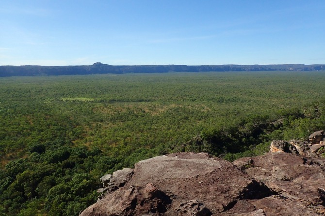 Looking over the savannah from Baroalba Plateau