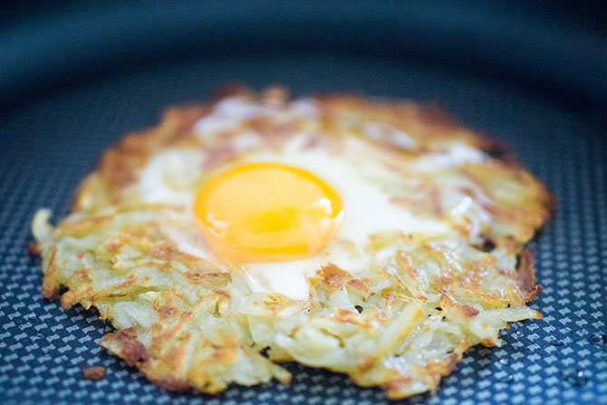 Egg_in_a_hole_rosti_with_maple_bacon_18