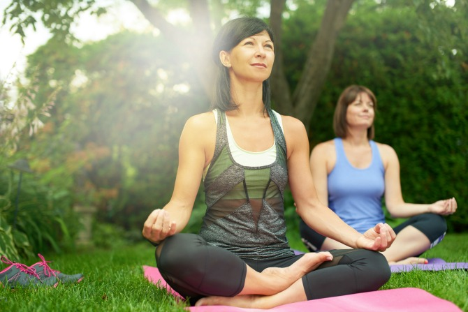 yoga-outdoors-exercise-women-woman_feature