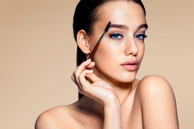 woman-beauty-brows_feature