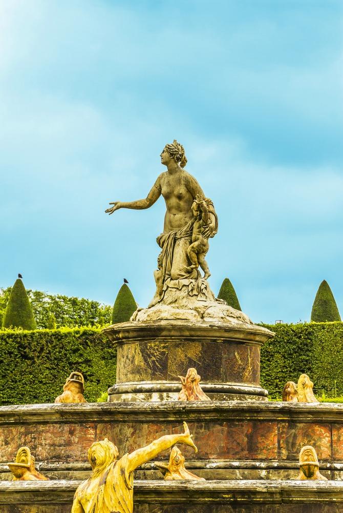 Lantona Fountain of Versailles