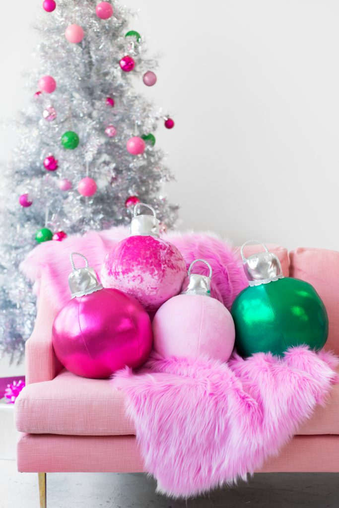 Image: studiodiy.com/2016/12/06/diy-ornament-pillows