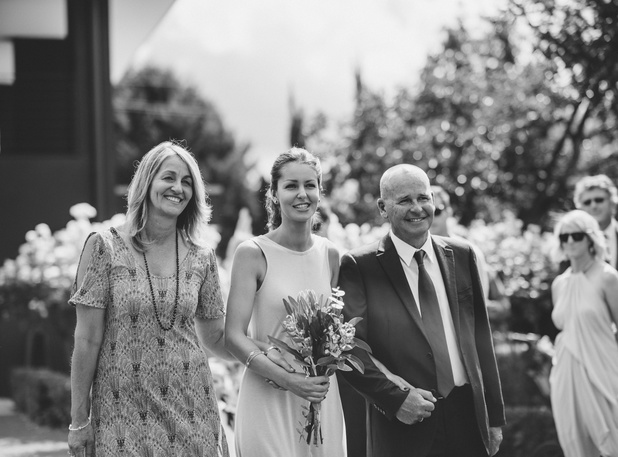 Alice and Johnny's relaxed backyard wedding 6