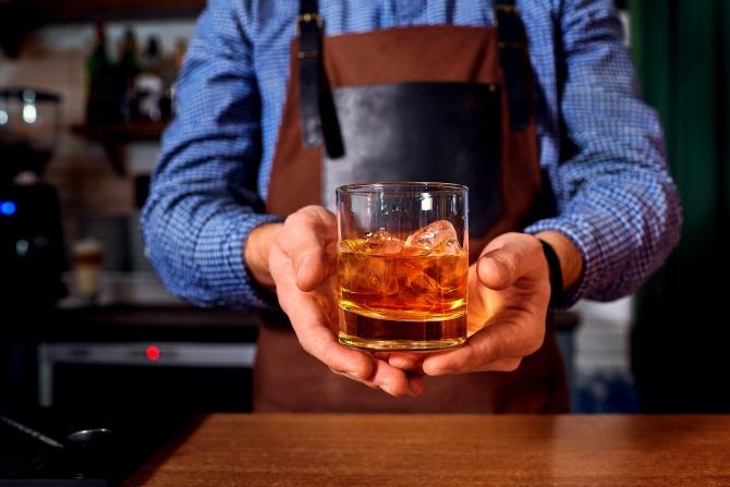 whisky bartender drink bar_feature