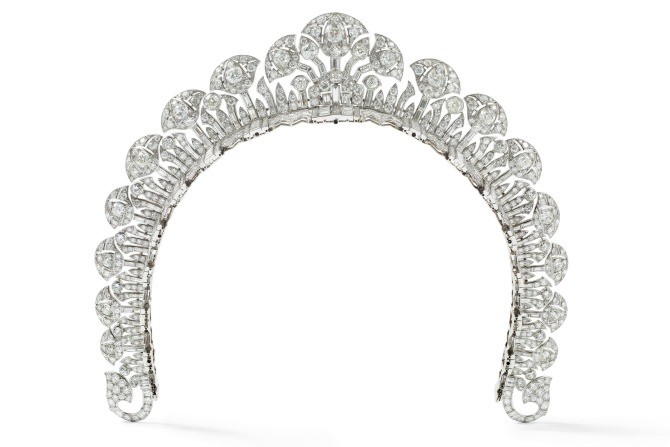 Cartier London Halo tiara 1934 platinum, round old- and baguette-cut diamonds 4 cm (height) Collection Cartier © Cartier Photo: Nils Herrmann.