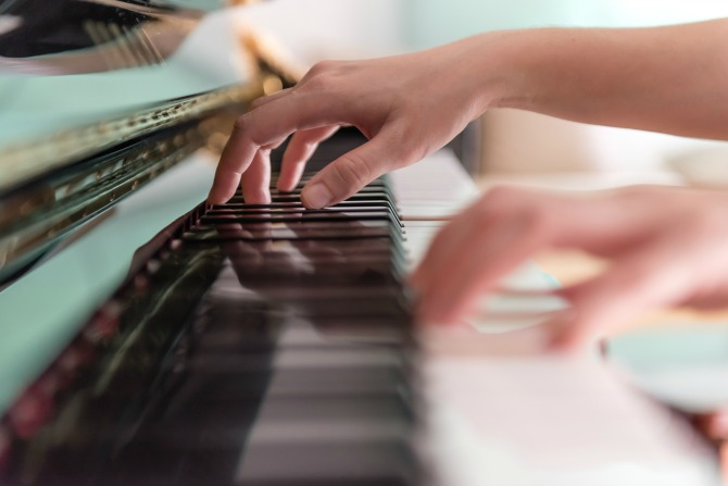 piano playing music_feature