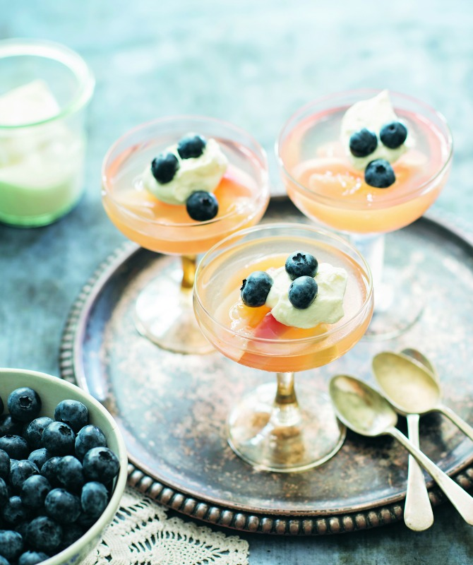White_Peaches_with_Blueberries_and_Sauvingon_Blanc_Jelly