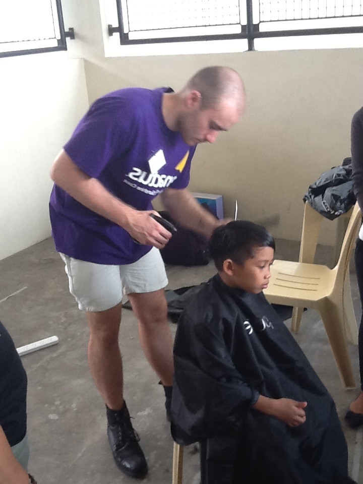 Leslie cutting hair in Quezon City