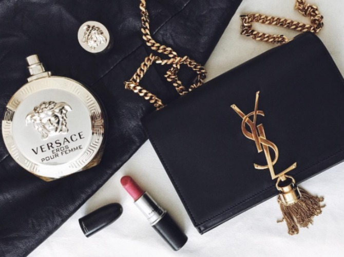 Flat lay by @lookingthroughhercloset