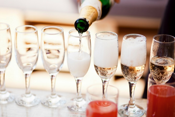 drinks-champagne-wine-party_feature