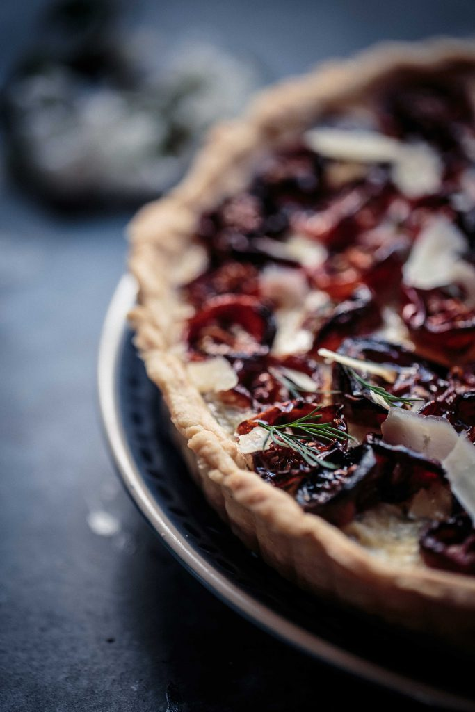 slow-roasted-tomato-caramelised-onion-and-gouda-tart-anisa-sabet-the-macadames-9-17