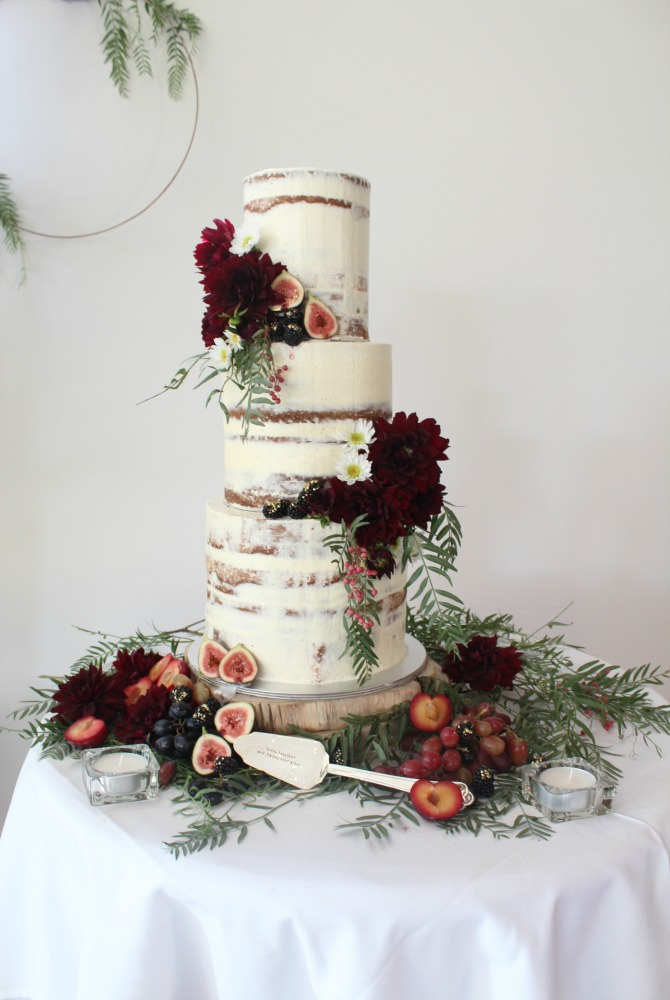 Cuppalini_Wedding cake with fresh flowers and fruits
