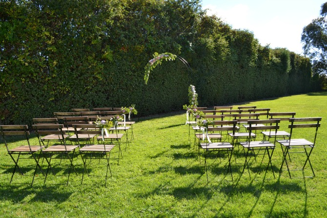 How to style the perfect outdoor spring wedding