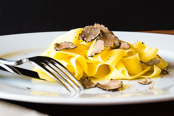 Recipe: Truffle pasta with truffle eggs and extra cheese!