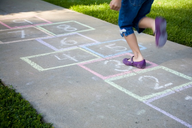 10 low-tech ways to keep kids active this winter