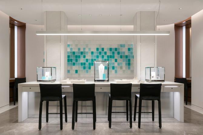 Watch a Canberra glass artist's future unfold