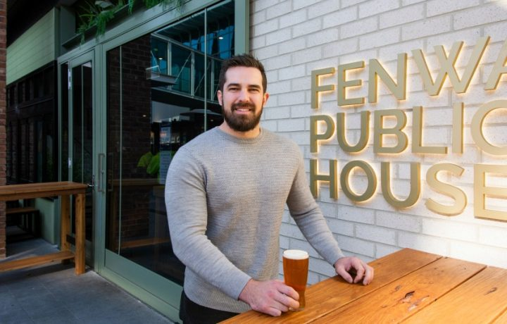 Canberrans say 'cheers' to pubs and bars reopening